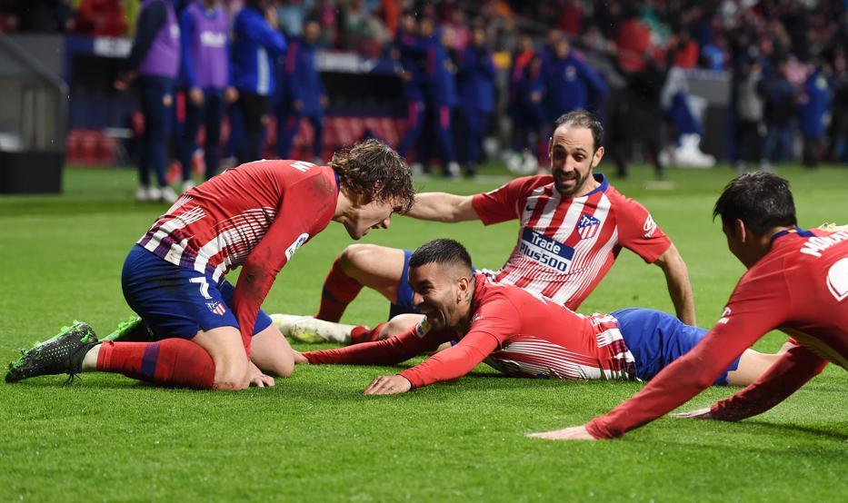 Ejercicio de supervivencia del Atlético en un partido eléctrico LA CRÓNICA https://www.mundodeportivo.com/futbol/atletico-madrid/20190424/461847087189/el-atletico-resiste-en-un-partido-electrico.html…