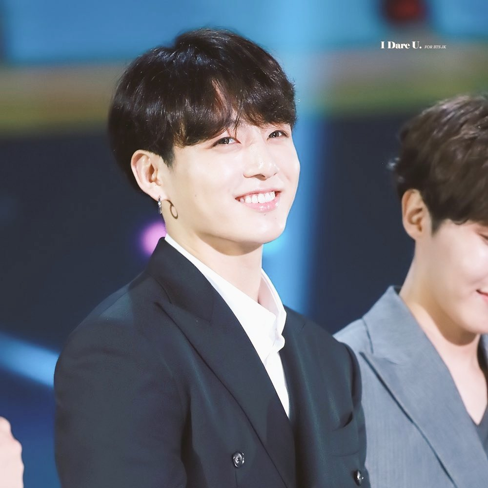 retweet this if you love jungkook  #BBMAsTopSocial BTS @BTS_twt<br>http://pic.twitter.com/3DYUS0yZ0g