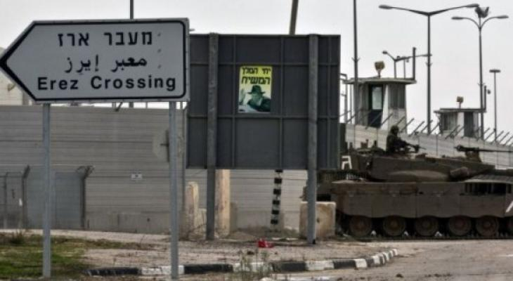 AlMizan human rights center: Israeli soldiers arrested Karam Tantawi (51 years old) from #Gaza on Beit Hanoun border crossing while he was on his way home from a treatment trip in the #WestBank to treat his wife from cancer.