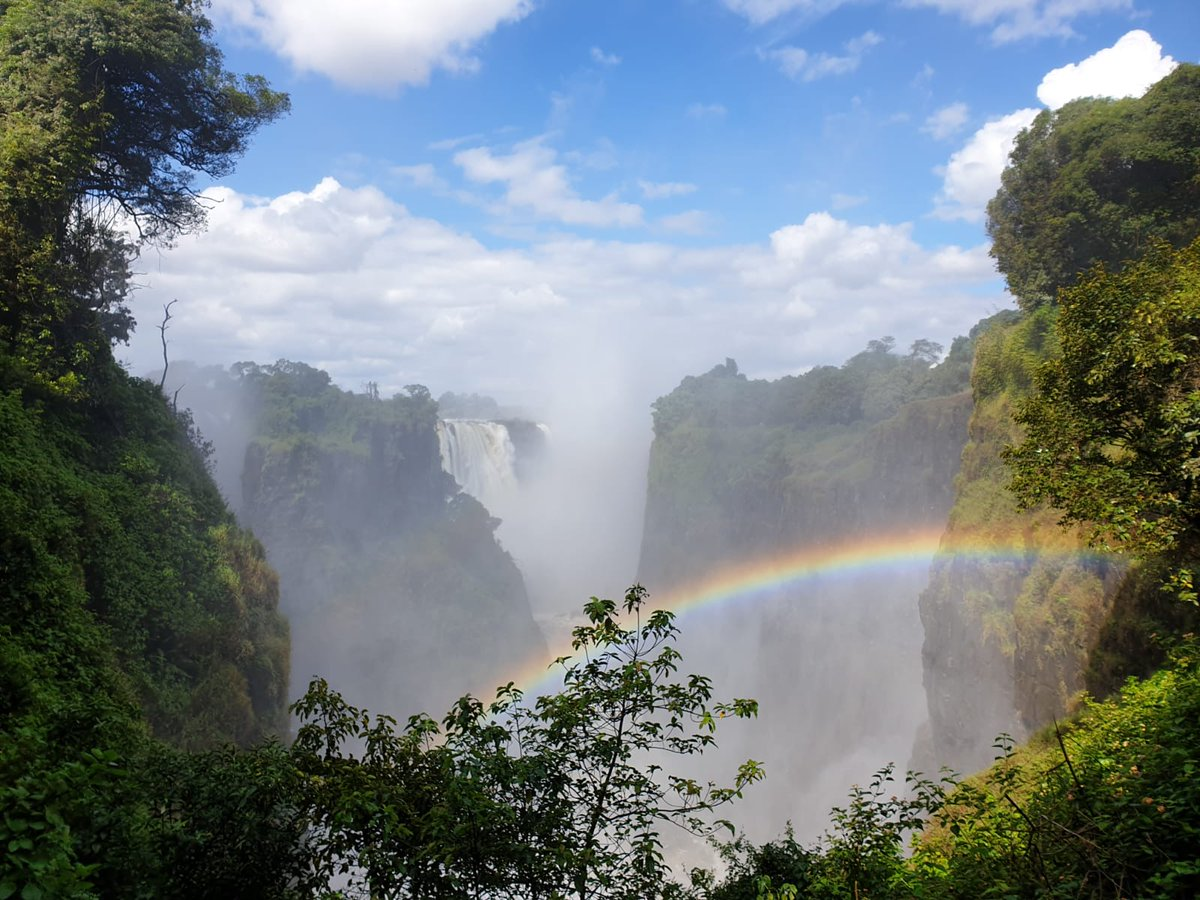 Stay away from the edge! 💦 🌈 🗺📍 #vicfalls #zimbabwe #africa 📸 #victoriafalls ♯ #naturalwonder #nature #wonderoftheworld #waterfall #rainbow #zambezi #visitzimbabwe #travel #adventure #landscape #wild #7wonders #visitafrica 👀 @tourismzimbabwe 🇿🇼 @LPMagUK 📰 @KenyaAirways ✈