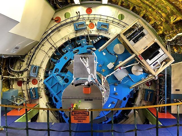 The telescope from the side view. 3-deg horizontal and 45-deg vertical movements @sofiatelescope @nasaarmstrong #nasasocial #space #earthscience bit.ly/2W9Boa8
