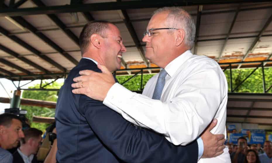 Hold me mate I think we&#39;re going down... Caption this #auspol  <br>http://pic.twitter.com/m3BaIrAqMn