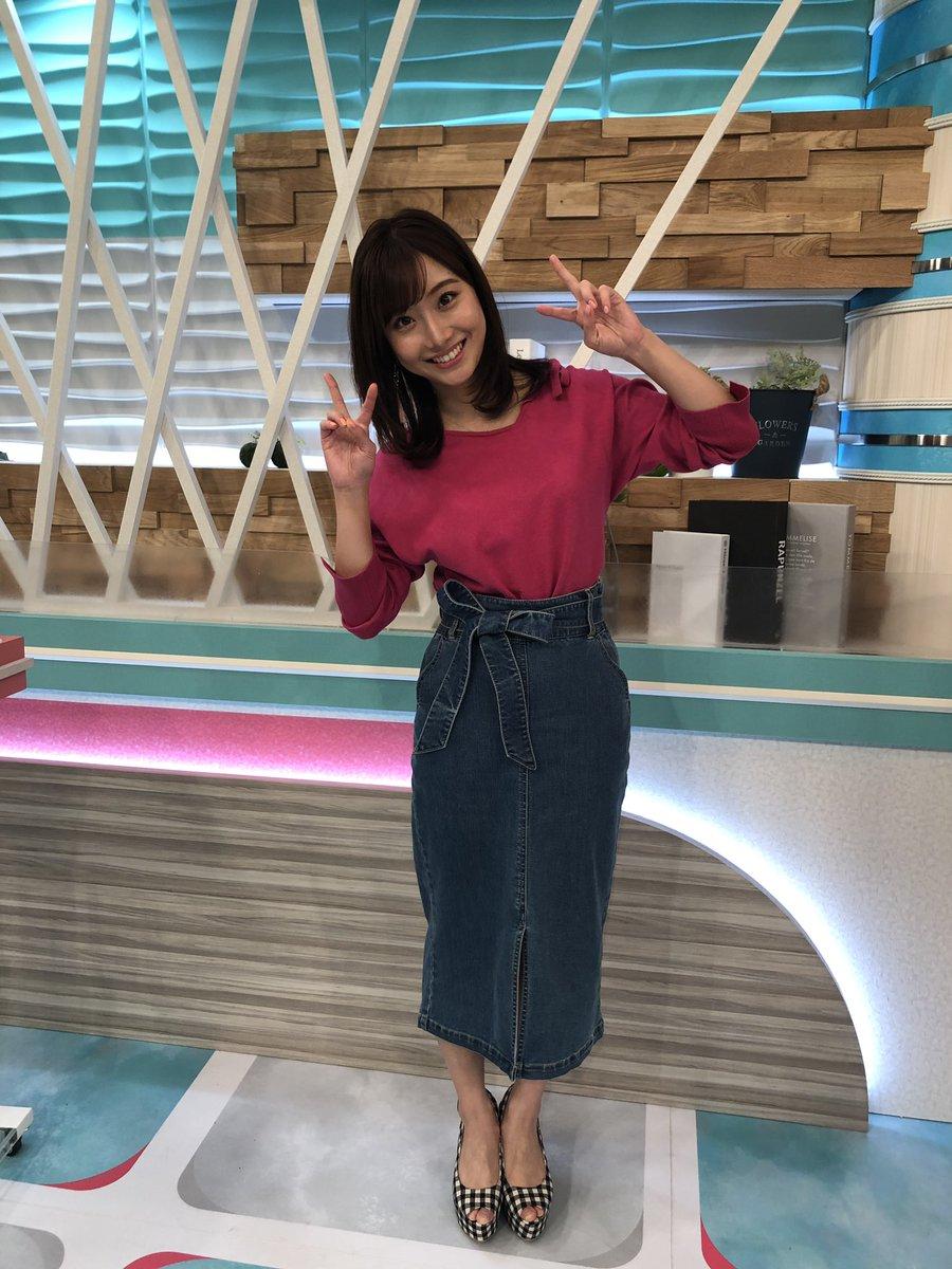 昨日の柴田阿弥ファッション! 今流行りのペンシルスカートをデニムで♪ウェッジタイプのヒールは、割と楽に履けるそう~  #チャント #CBC #柴田阿弥 #フッションコーデ #ペンシルスカート