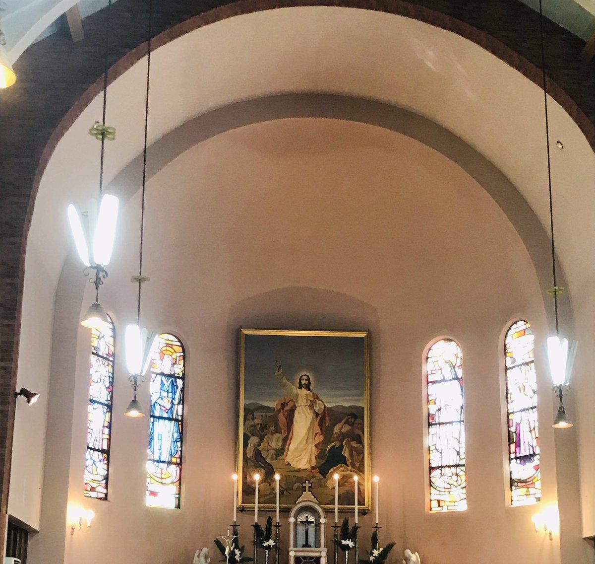 教会の結婚式は?厳粛ですねー私、短大も就職先も キリストだったので   久しぶりに神聖な気持ちになりましたぁ