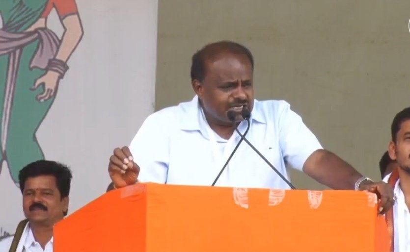 We don't need to learn how to be patriotic from the BJP. Modi is the only one who is visiting Pakistan and presenting gifts to their PM. It is time he stops asking people he doesn't like to go to Pakistan: @hd_kumaraswamy , CM  #NYAYForKarnataka