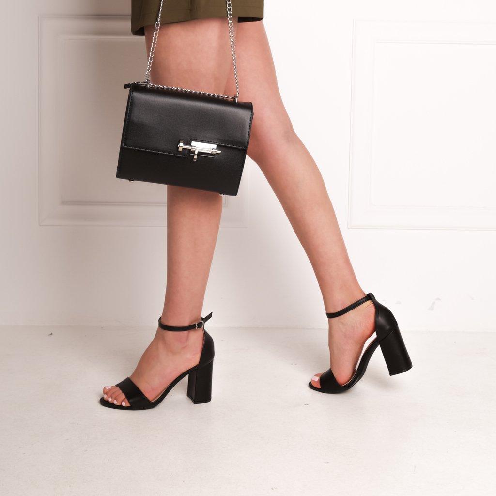 Black is always a good idea !!🖤 Make them yours >> https://t.co/QszOGitd6d 🚚 Δωρεάν Αποστολή & Αλλαγή  Πέδιλα :  22729 // 29.99€ Τσάντα : 22163 // 25.99€   #shoelover #styles #instashoes #girl #fashionista #shoeaddict #sandals #black #bag https://t.co/ZpVnrQTz0p
