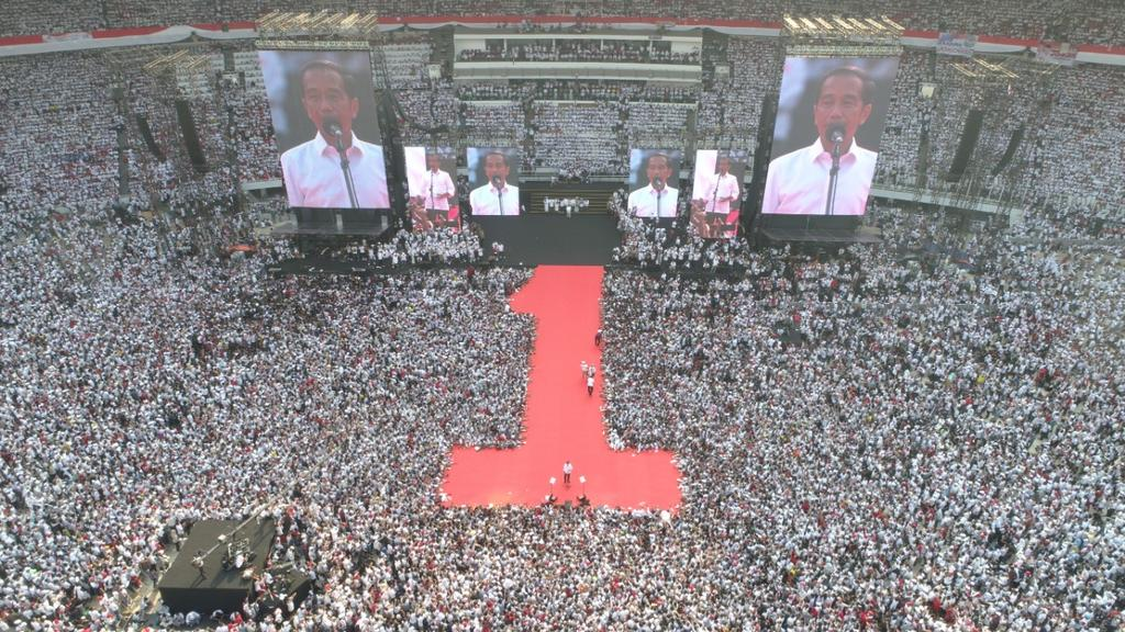 Terima kasih untuk seluruh pendukung dan relawan 01 yang hari ini hadir #BarengJokowi untuk putihkan GBK ataupun yang memberi semangat dan doa di Seluruh Indonesia. Kalian luar biasa. Cinta dan semangat kalian adalah energi bagi kami.  #01IndonesiaMaju