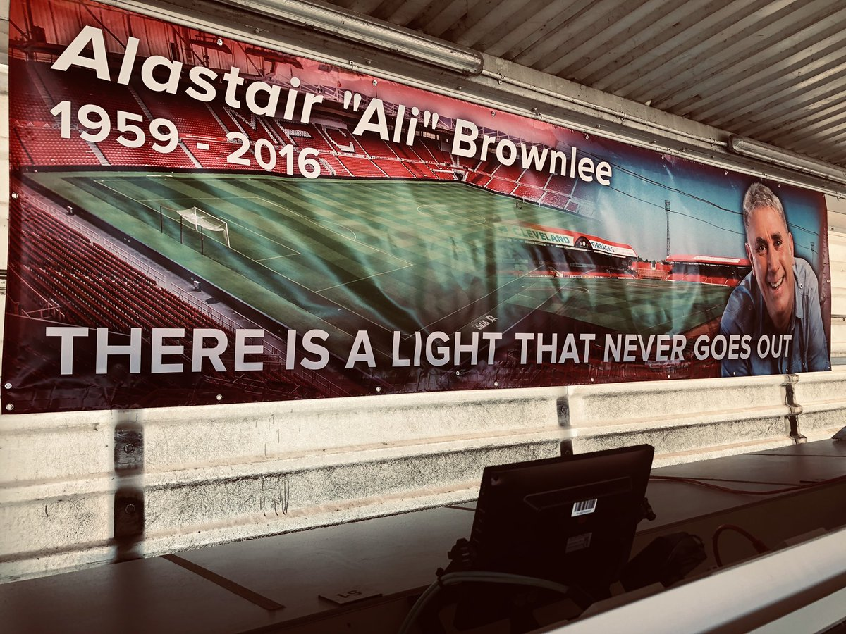 #Boro thread 🔴⚪️   Tomorrow (14th April) would have been the 60th birthday of legendary @BBC radio commentator Alastair Brownlee.   A banner has been mounted at the back of the press box close to where Ali use to sit during some his 1800 + commentaries for @BBCTees.