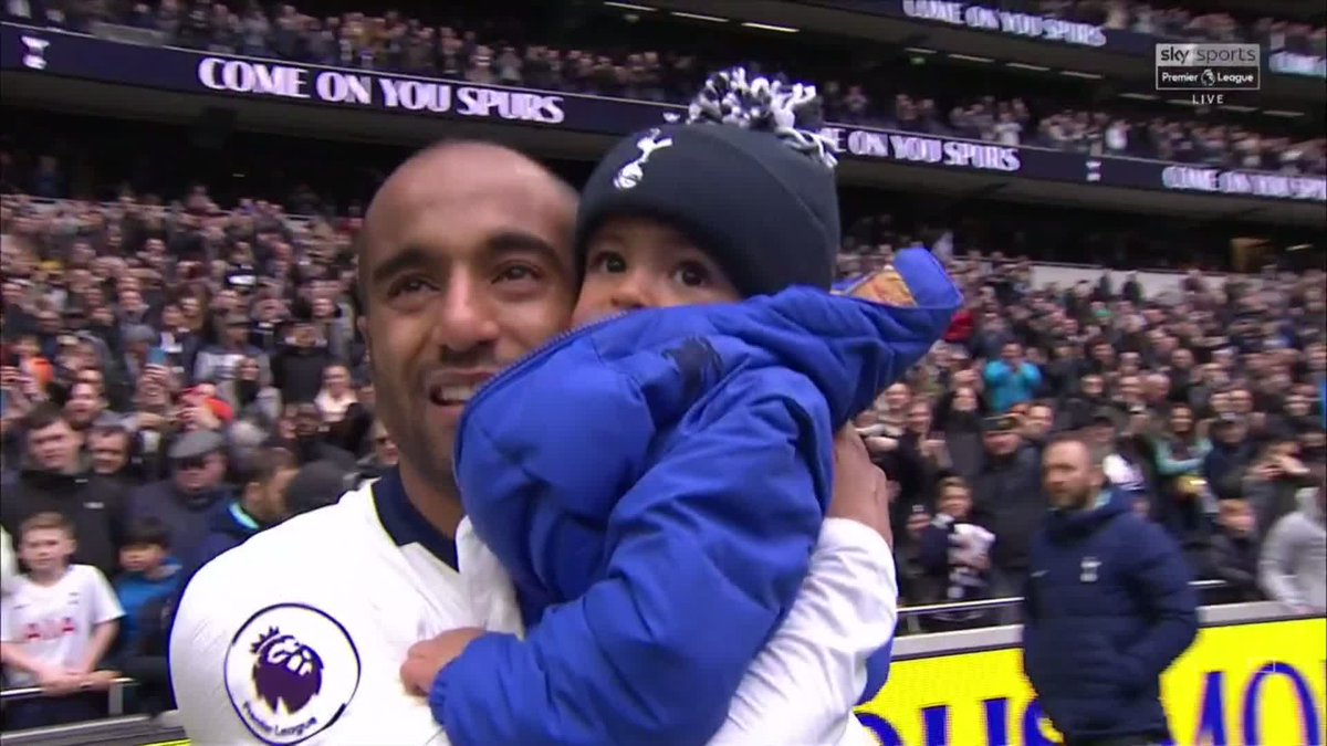 How special is this! Lucas Moura scores a hat-trick against Huddersfield and wants to celebrate with those closest to him ❤️