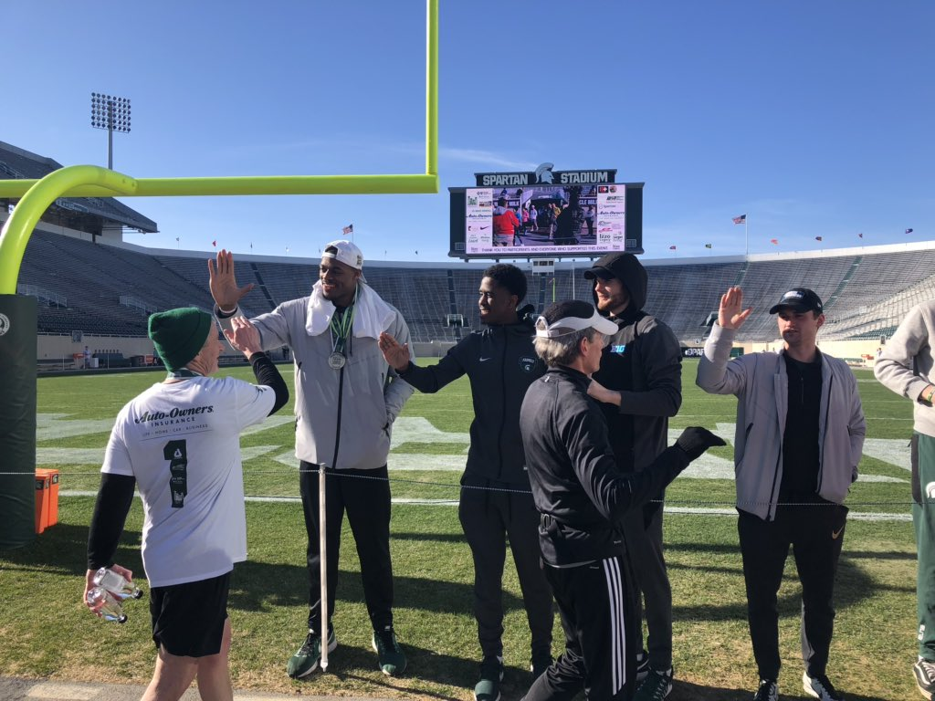 Some of the first finishers at Spartan Stadium! 🏃♂️ #Izzo5K