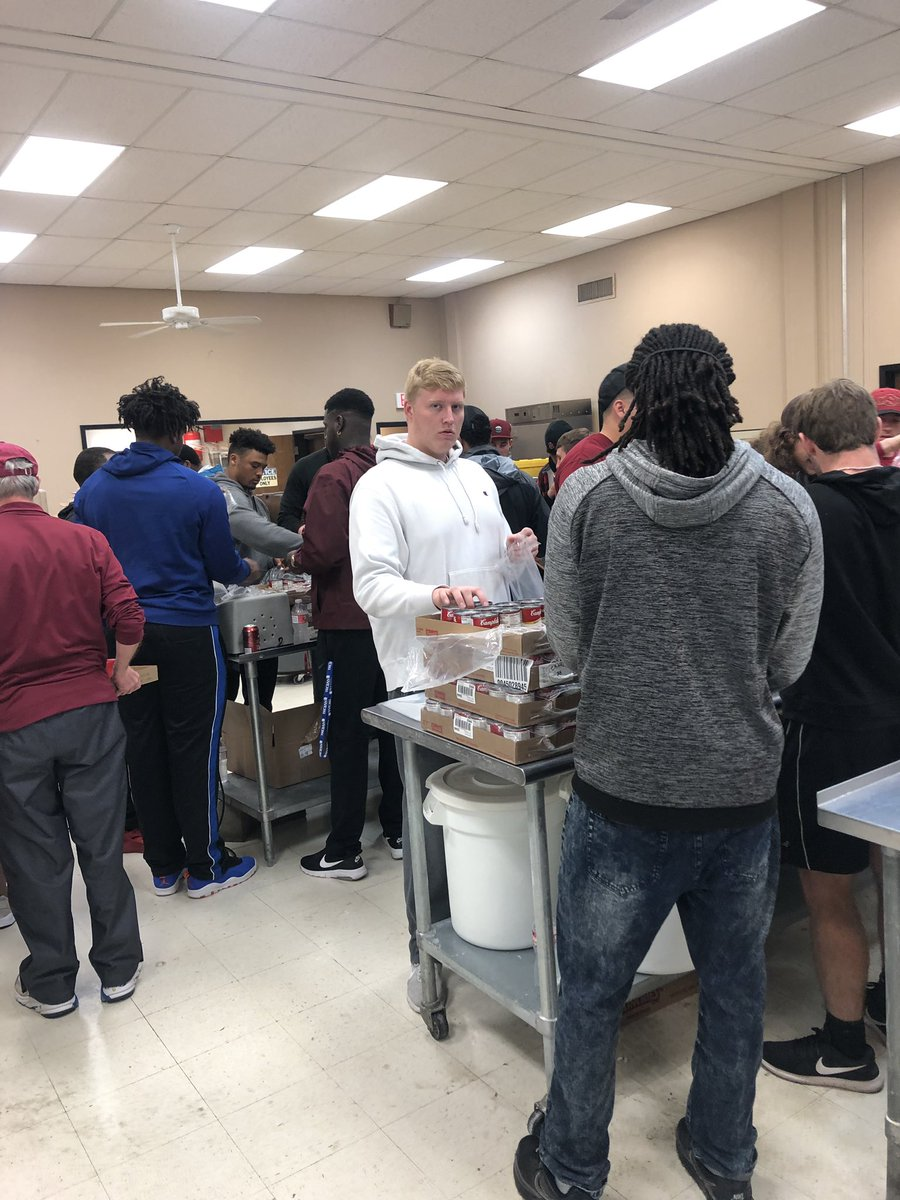 a6d361e7 @MSUTexasFB giving back helping #MealsOnWheels the morning after the spring  game. It's bigger than you!pic.twitter.com/EBxv45jVzw