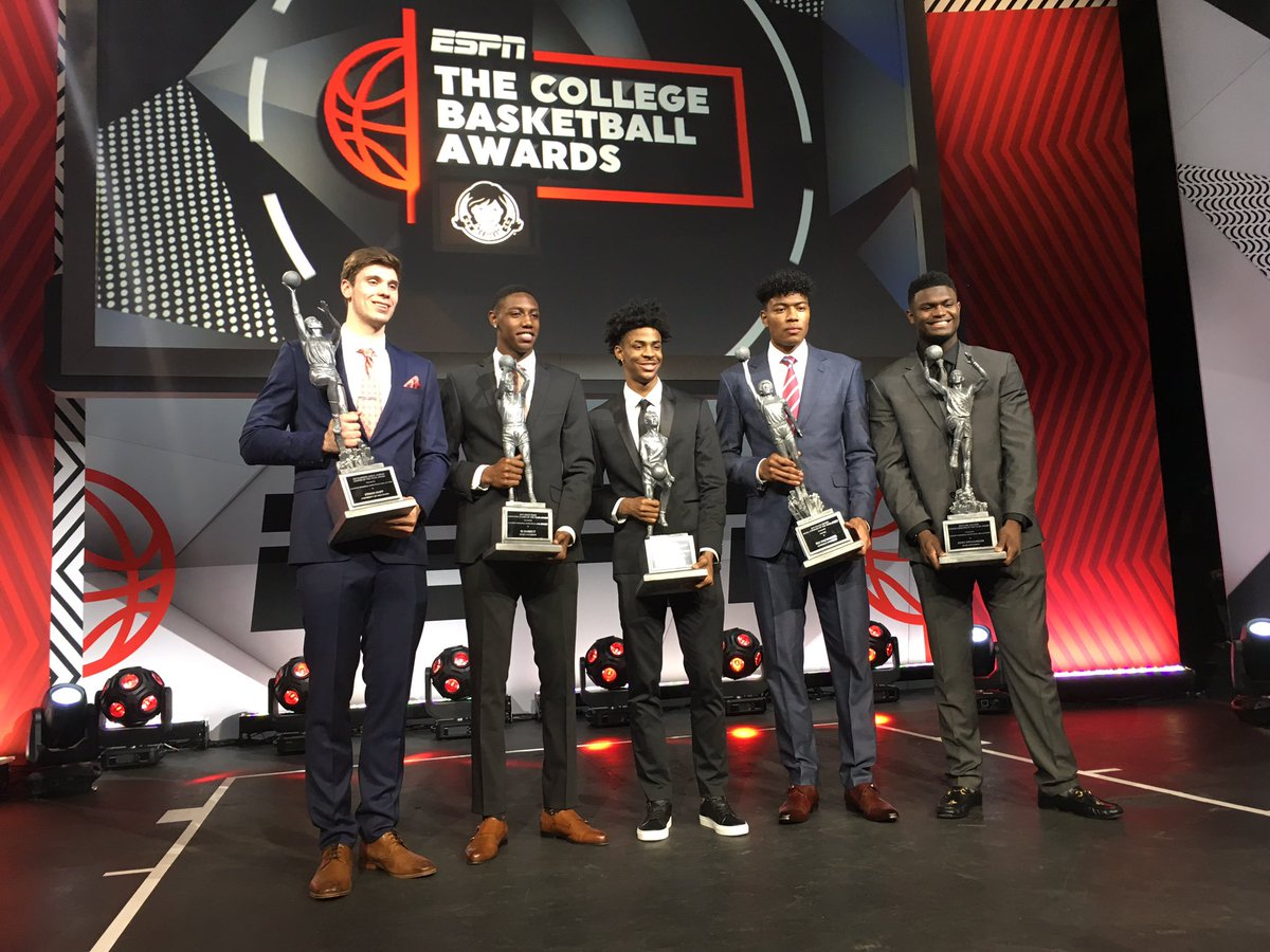 Once in a lifetime evening at the ESPN College Basketball Awards! Congratulations & THANK YOU to Ja Morant & the entire Morant Family! Cousy Award Winner, 1st Team Wooden All-American, & a finalist for the Wooden Award! You earned everything @igotgame_12! #RacerTradition 🐎🎸🐎