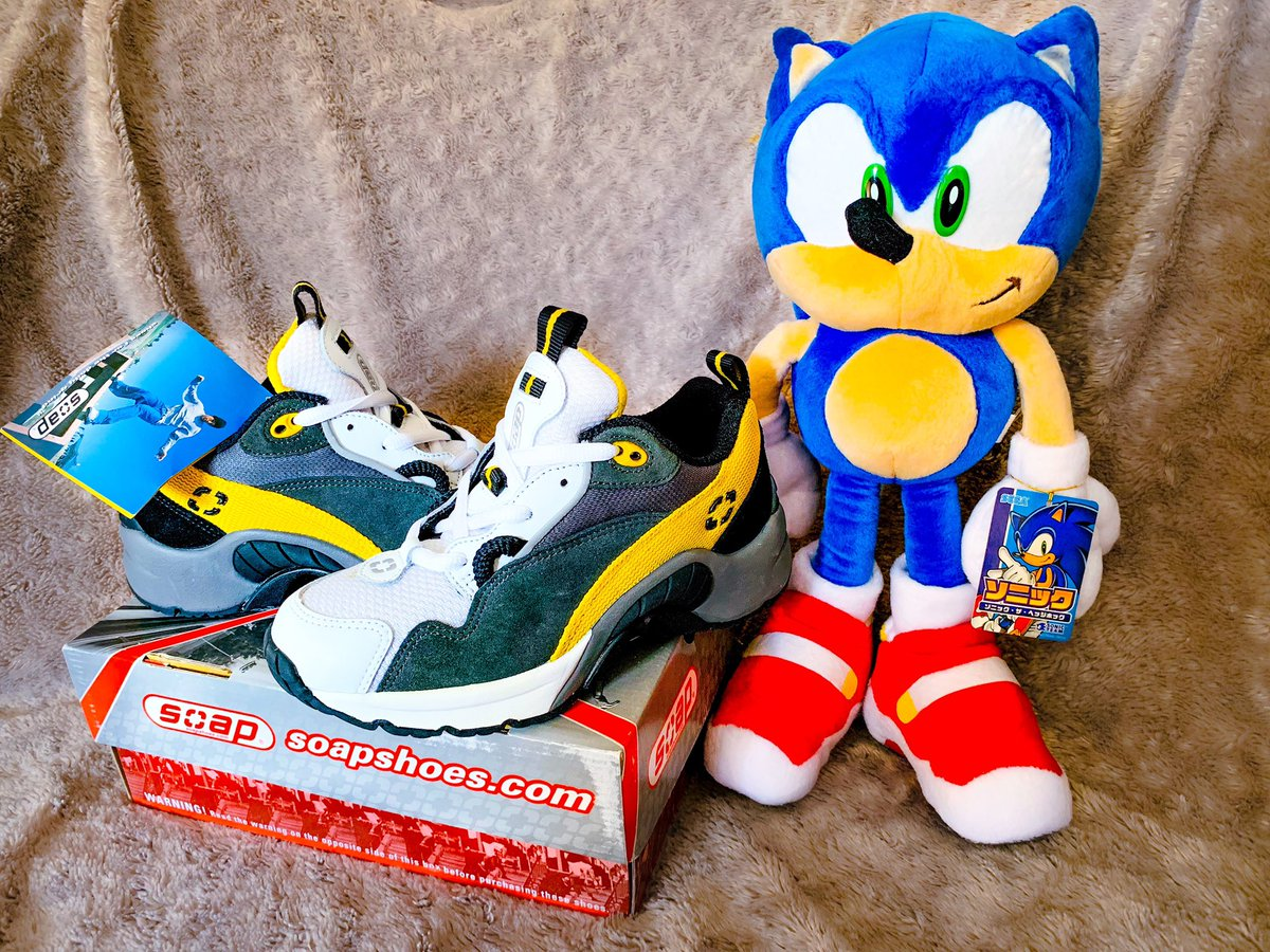 Adam Tuff On Twitter A Pair Of Soap Scorchers On Which Sonic S Footware From Sonic Adventure 2 Was Based They Did Make A Version Of These With Red Highlights But They