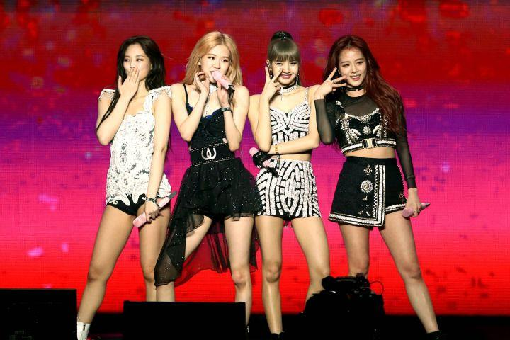 #BLACKPINK makes #Coachella history as the K-pop girl group to play at the famed festival https://t.co/clgBGoTLst https://t.co/YRYhQnEhE9