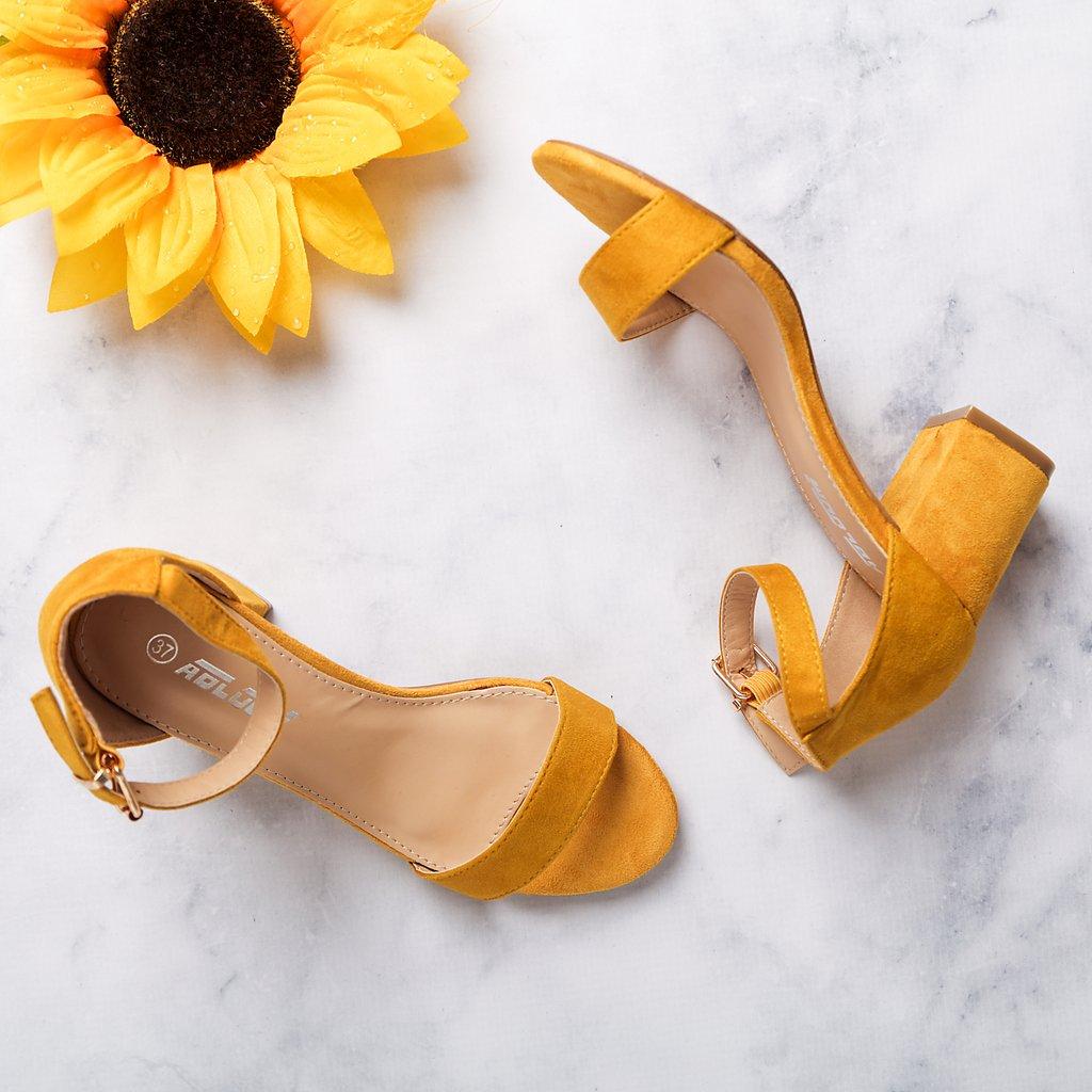 Πέδιλα με μπαρέτα & τακούνι 💛 Διαθέσιμα σε 7 χρώματα!! Διάλεξε το χρώμα που σου αρέσει >> https://t.co/QszOGitd6d 🚚 Δωρεάν Αποστολή & Αλλαγή  __________________________  Κωδ.: 22070 // 23.39€  #luigigirl #luigi_footwear #luigi_studio #luigi #outfit #fashion https://t.co/aZ5WTn6Ggi