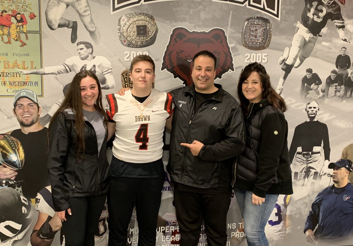 Had a great visit today at Brown! Thank you for inviting me...🐻🔴 @CoachW_Edwards @BrownUFootball