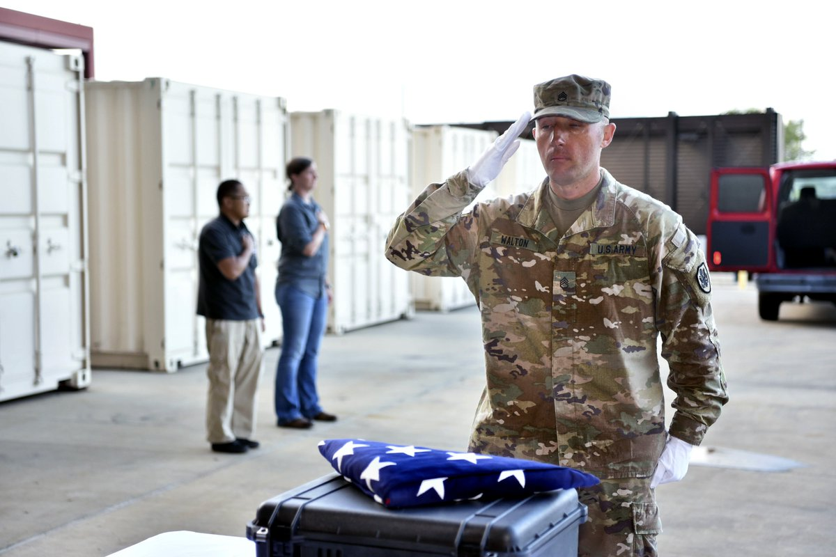 How do you display honor and respect?  A #USArmy Soldier renders honors during an honorable carry for the possible remains of unidentified U.S. service members lost during the #Vietnam War. #ArmyValues  Photo by Staff Sgt. Jamarius Fortson <br>http://pic.twitter.com/7aFV7HBNLU