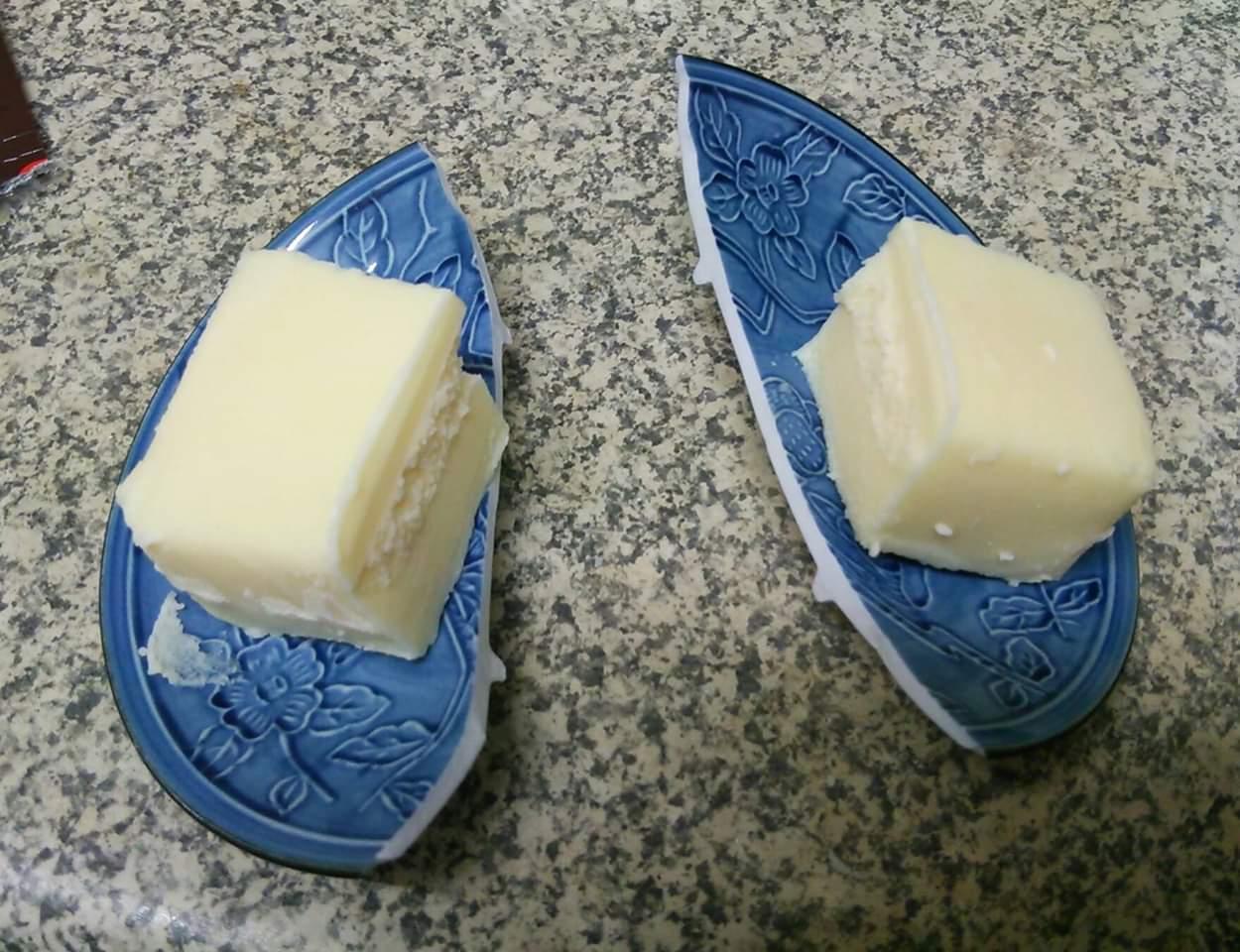 この画像を出すときが来た! 買ってきたチーズケーキ(冷凍)を温めた包丁で切ろうとしたら斬鉄剣。 #お料理ヘタクソ選手権
