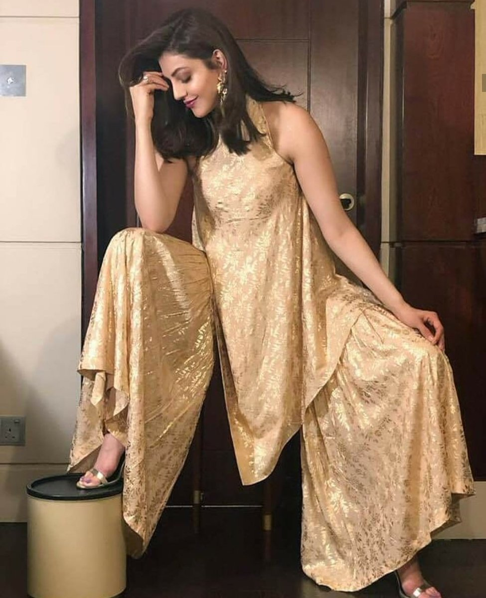 Whoaa... Kajal posing in a Sexy and