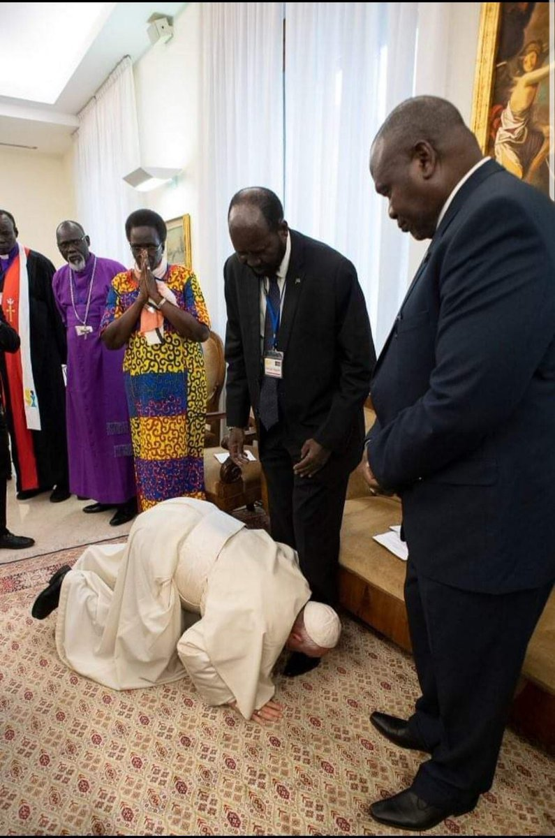 A remarkable act of courage as @Pontifex kisses the feet of once rival leaders in South Sudan where civil war has cost 383,000 lives & displaced 3.6 million people. They were very familiar with the power of strength but were shaken by the greater power of weakness. #PalmSunday