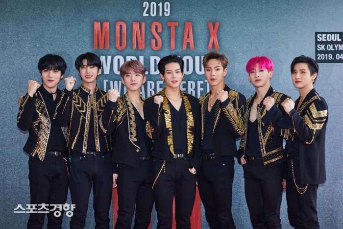 �� MONSTA X at the press conference of '2019 MONSTA X WORLD TOUR [WE ARE HERE] IN SEOUL' ❤️�� @OfficialMonstaX https://t.co/dCoYCxIcwx