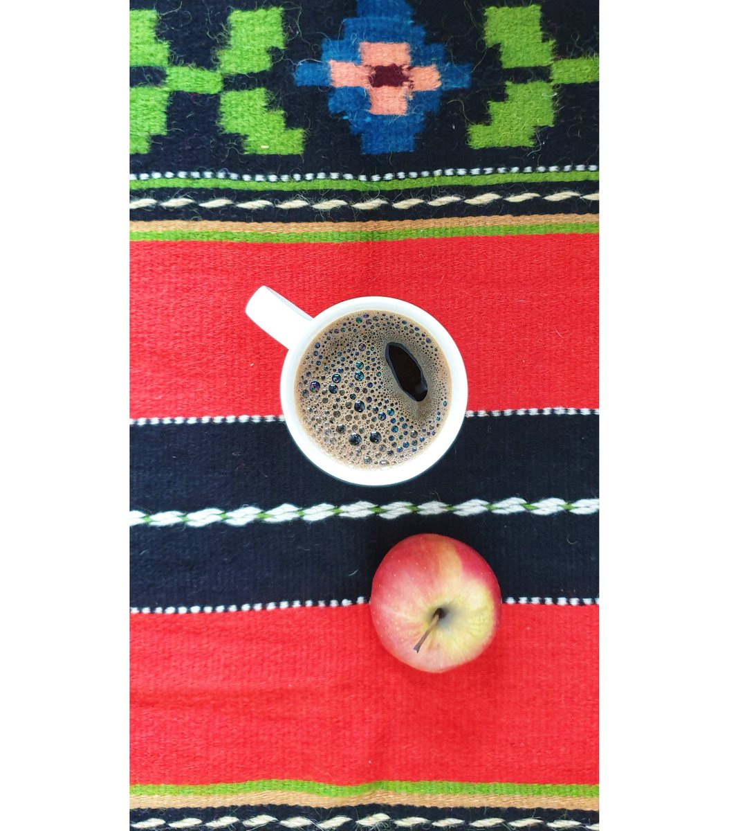 Simple things, happier life. #SustainableProducts #Sustainability #weekendvibes #coffee #CoffeeFriends #coffeelovers #romaniankilim #covoroltenesc #rug #handmade #simplelife #tapisroumain #tapis #tapusrouge #decomaison #homedecor #roman