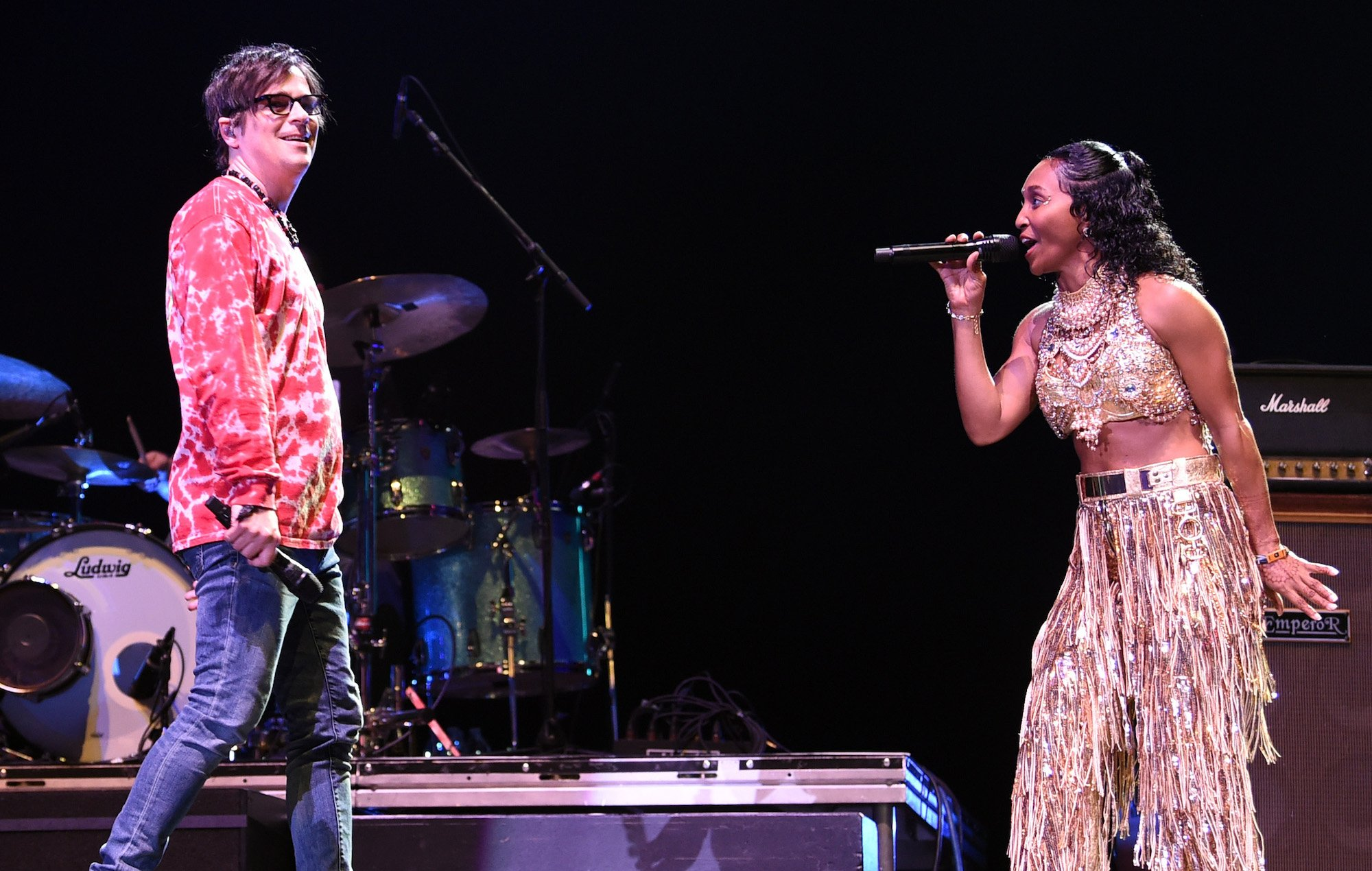 Watch @Weezer cover 'No Scrubs' with @OfficialTLC's Chilli at #Coachella 2019 https://t.co/2jeKbNBUhV https://t.co/XW4B19zeQa