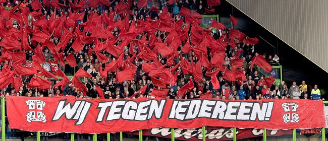FC Twente kan vrijdag op bezoek bij Jong Ajax kampioen worden. Vanwege het beperkte aantal uitkaarten organiseert Vak P in Amsterdam een party voor supporters. De verwachting is dat er vrijdag duizenden supporters van FC Twente met eigen vervoer afreizen naar Amsterdam!