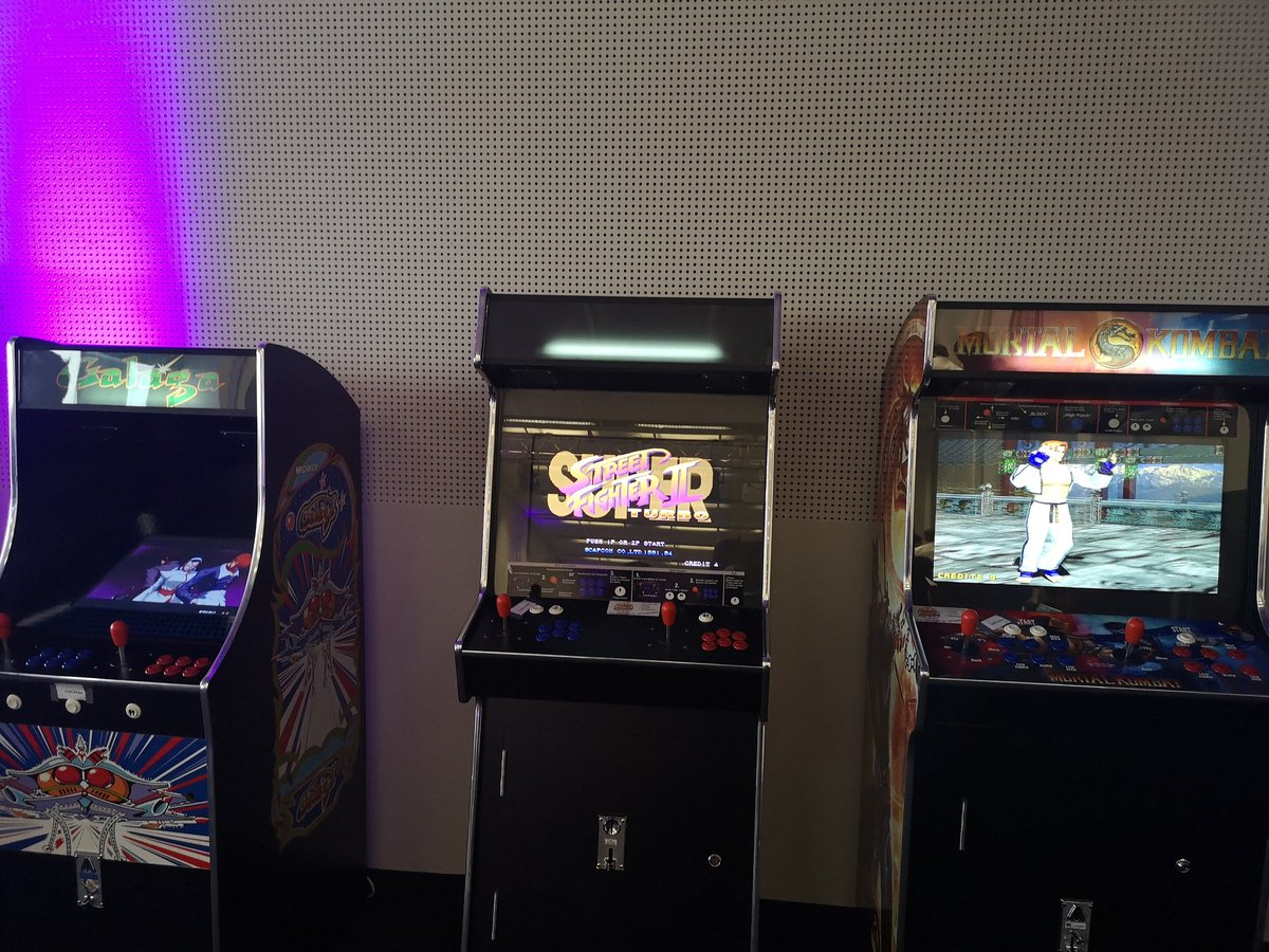 King Jae Blacklivesmatter On Twitter No Representation For Fighting Games At Twitch Con So I Decided To Change All The Arcade Setups To Fighting Games Kof2003 Street Fighter 2 Turbo And