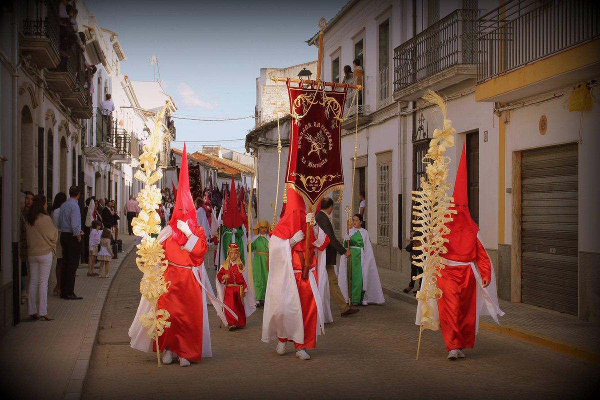 Esta tarde a las 17:30 la Hermandad de la Borriquita procesionará por las calles de #VillanuevadeCórdoba.  ¡Feliz estación de penitencia! #DomingoDeRamos #SemanaSanta2019 #Andalucía #LosPedroches