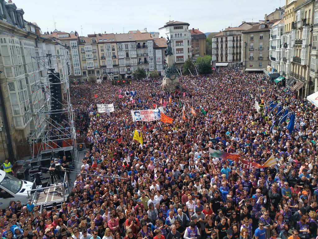 Eskerrik asko Euskal Herria #Klika #Klika egin dugulako. Egin, eragin eta eginarazi! Euskal herri euskalduna izateko hautua egina dago. Biba zuek!!! https://t.co/gU28gzQYjj