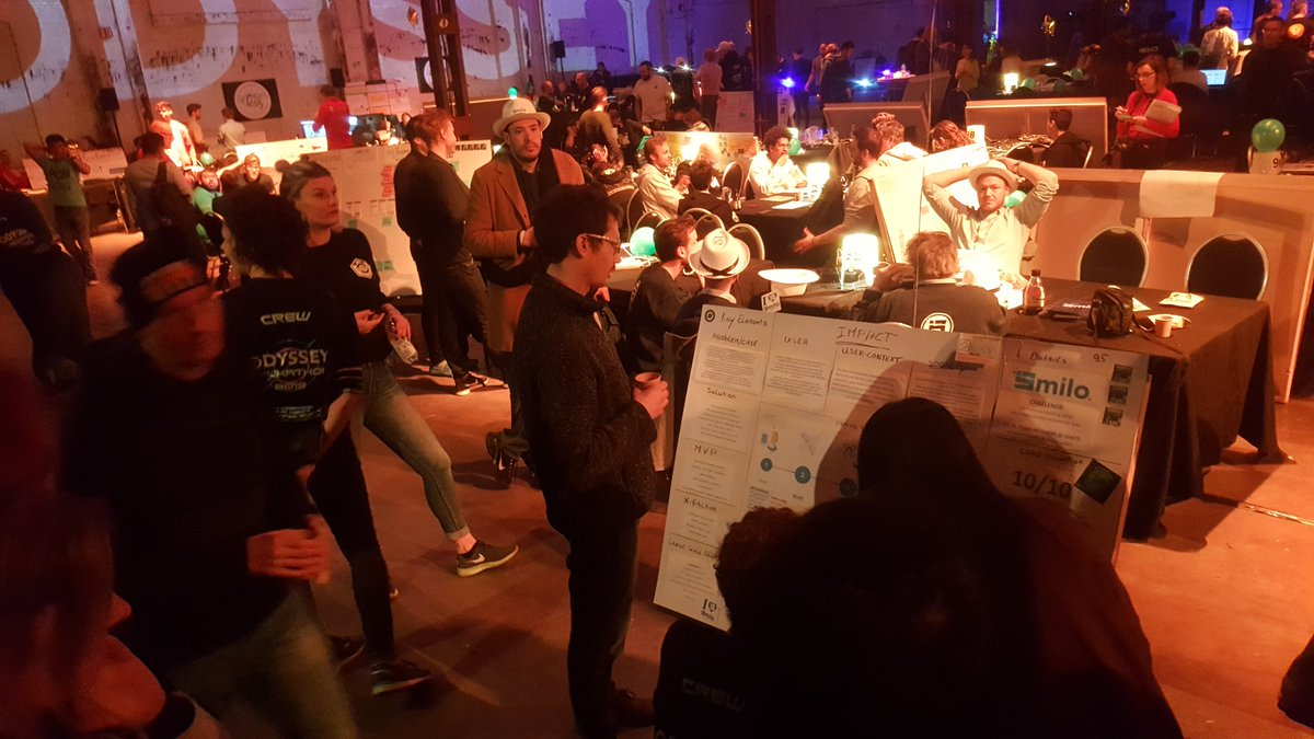 Our canvas is still attracting people! Waiting in anticipation for the jury results!! @OdysseyHack @KLM #Blockchain #GDPR #biometrics