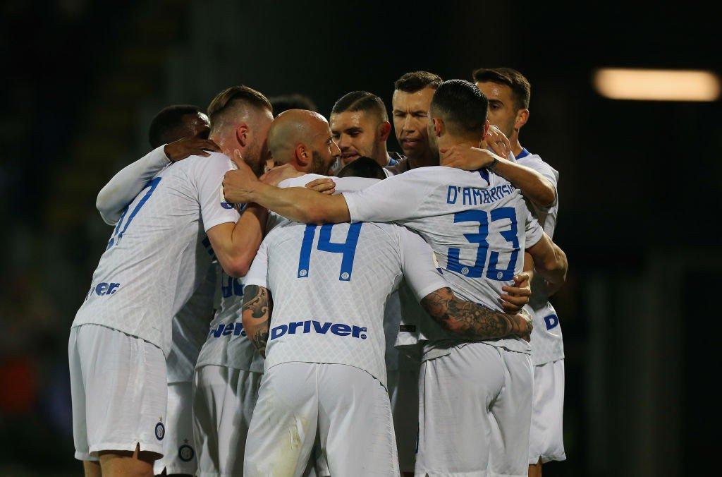 Los jugadores del Inter celebran un gol al Frosinone.