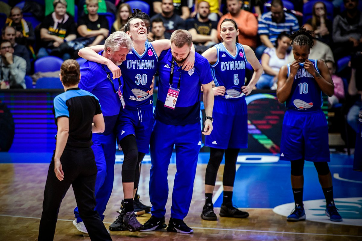Prayers up for @BreannaStewart who was carried off the court after an awkward landing on her ankle . #EuroLeagueWomen<br>http://pic.twitter.com/5l89Vd6bsV