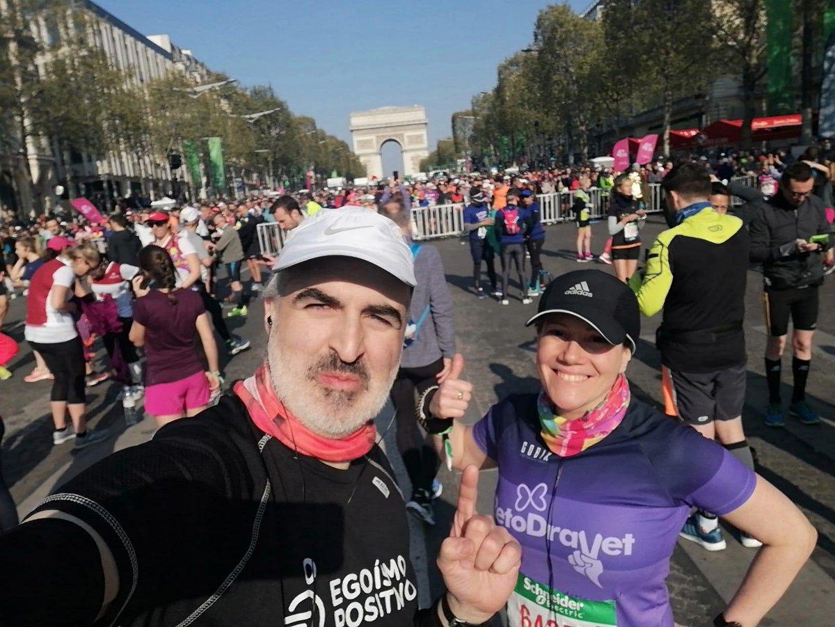 En la maratón de París: @EgoismoPositivo y el @RetoDravet.  ¿¡Qué más se puede pedir!?