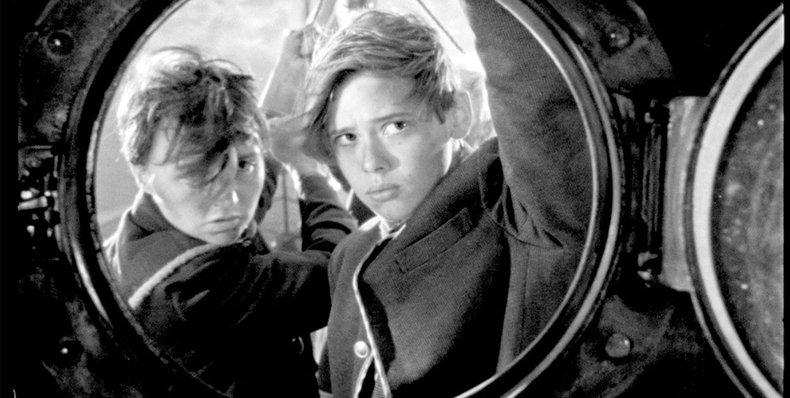 ESTRENO | Del director francés #BertrandMandico,  elegida como la mejor película del 2018 por Cahiers du Cinema, #LosJóvenesSalvajes es un largo viaje experimental por los límites de los roles de género http://ow.ly/zE8E30opjhj