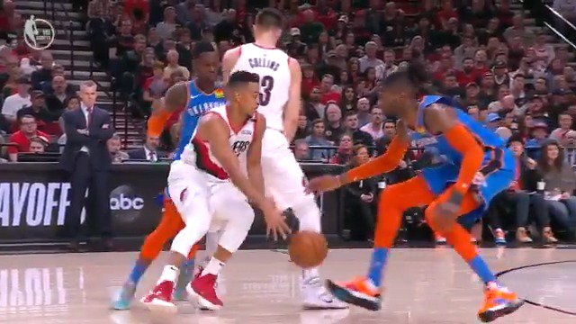 CJ McCollum splits the defense... count it!  #RipCity 86 #ThunderUp 81  #NBAPlayoffs #NBAonABC https://t.co/1Z3IG5SKEq