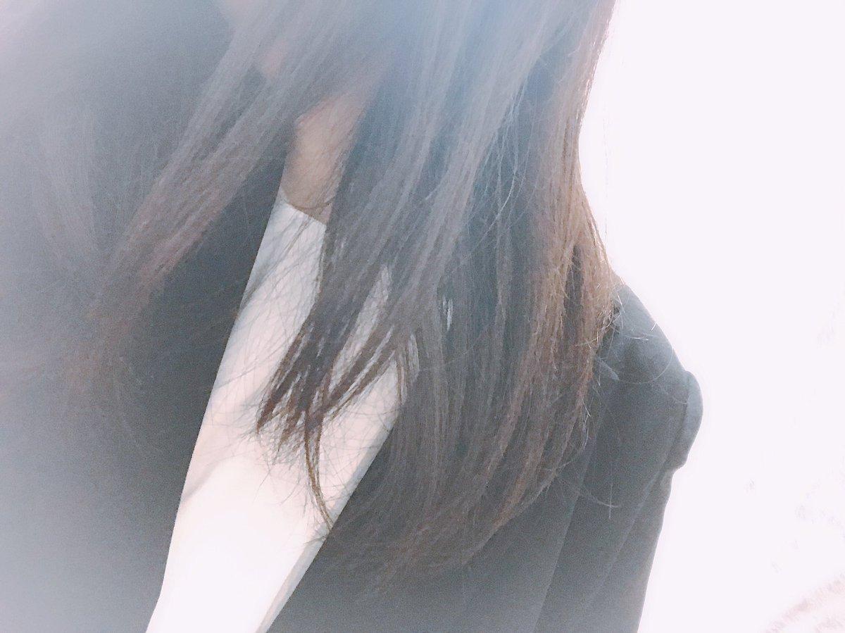 転職してやっと初出勤?()スーツが似合うウーマンになりたい魅力ある素敵な人になりたいな〜髪の毛伸ばしておる〜〜照れり今日も笑顔で!いってきます〜〜?