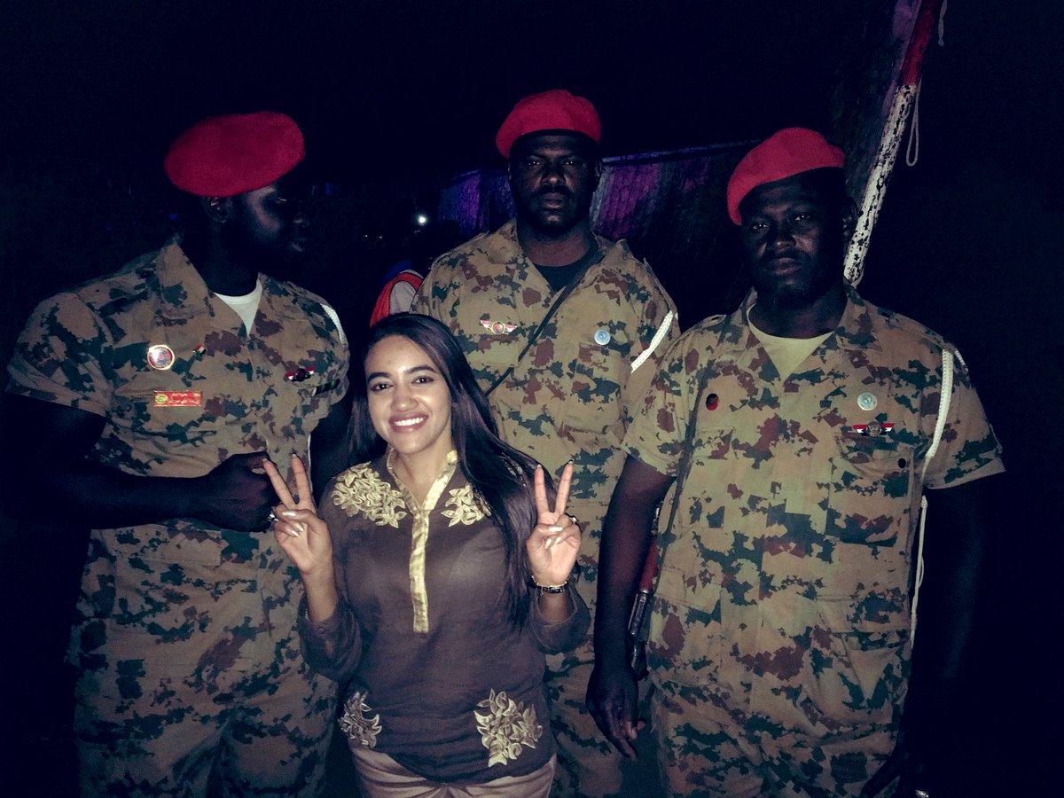 الجيش معانا وما همانا... يا الحارسين حمانا بعزة وأمانة..#السودان #اعتصام_القيادة_عامة