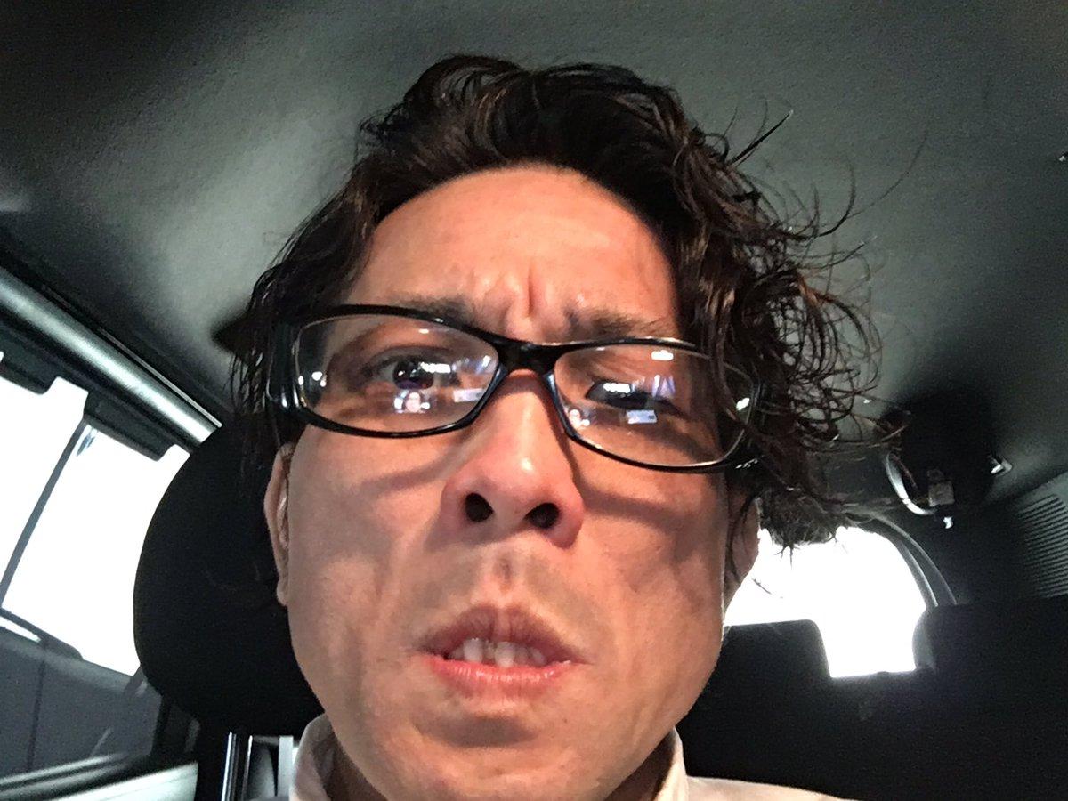 おはようございます?今日は、浜松市の西部理美容専門学校で、就職ガイダンスです‼️少しでも真面目に見えるように、伊達メガネをかけて挑みます‼️メガネ=マジメは、バカの象徴?