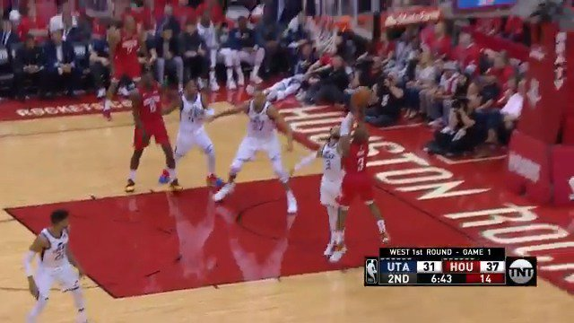 CP3 keeps his dribble alive to set up the short jumper!  #Rockets 39 #TakeNote 31  #NBAPlayoffs on @NBAonTNT https://t.co/Wh6zdFNYr3