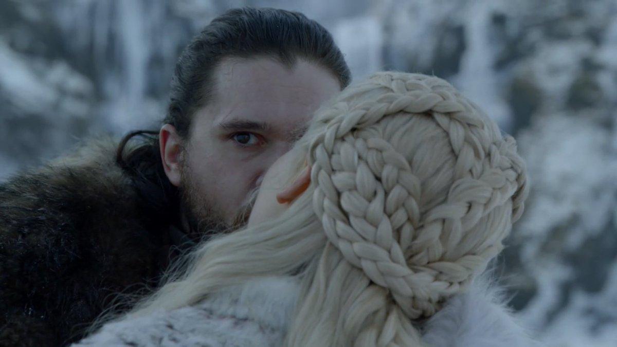 -Calienta a tu reina Jon Snow *guiño guiño*