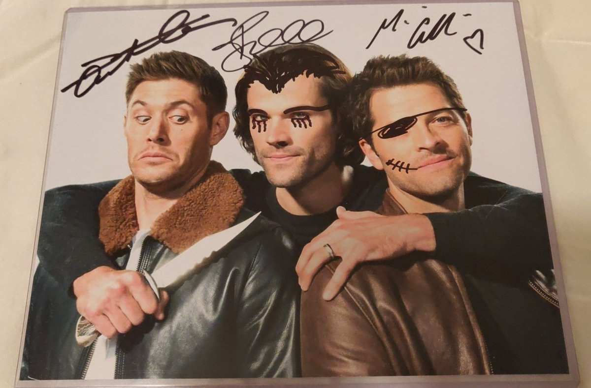 When you go to #SPNChi convention and @jarpad @JensenAckles and @mishacollins doodle on each other&#39;s faces... #SPNFamily <br>http://pic.twitter.com/L3IDNgbQwF