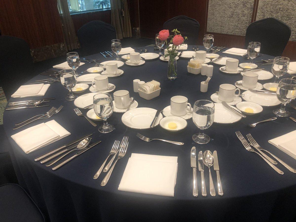 今日は韓国政府がやってる海外就職のイベントで講義をします!お昼にKOTRAの人と雇用労働部の人たちとコース料理を頂きました。日本人私1人だけでこのように政府のお偉いさんたちとご飯食べれるなんて、やりがいしか感じない?wwwwwwww