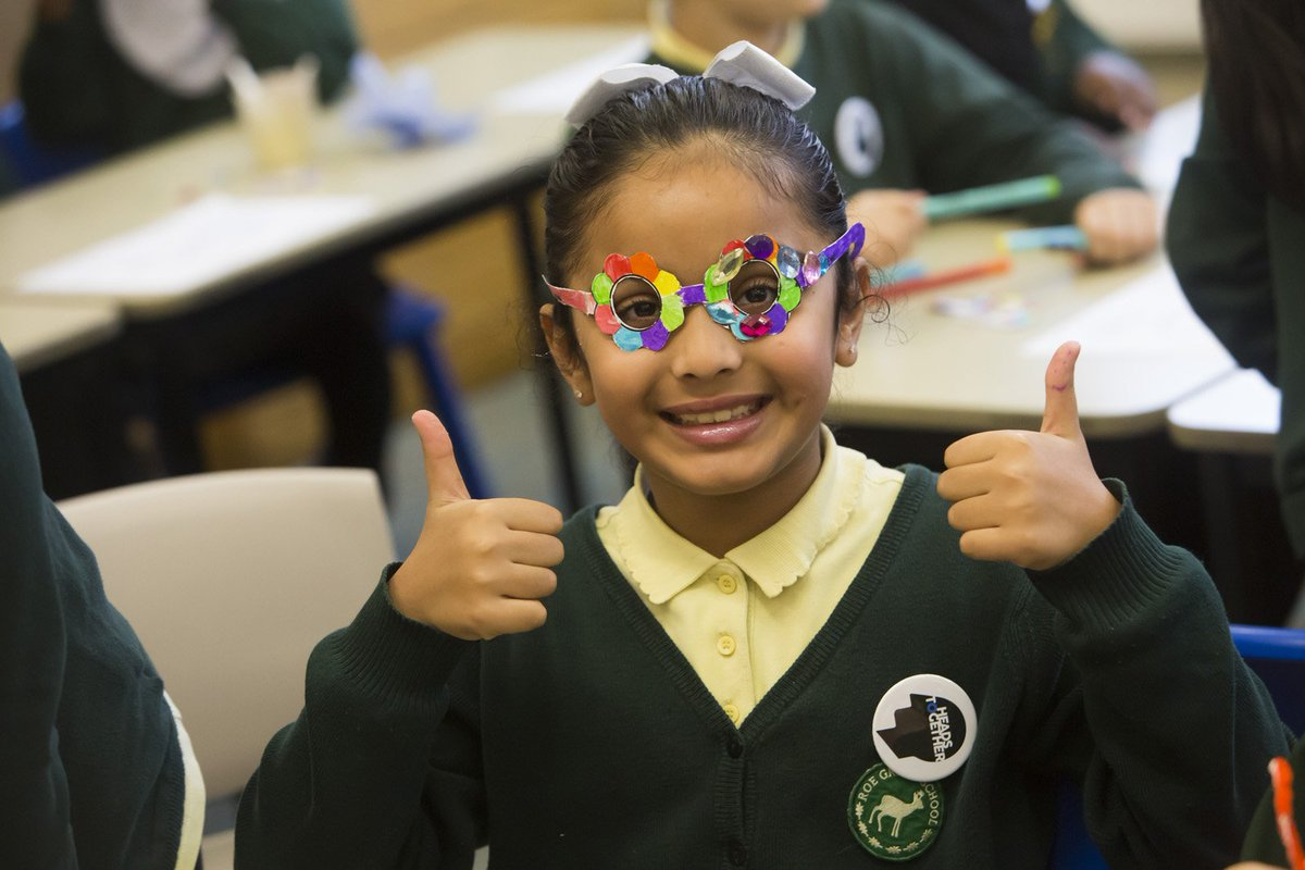 Today is #WorldArtDay & we're so excited to share this creative resource that teachers can use in the classroom - 'Putting on rose-tinted glasses' to help children think more positively about their lives and the people around them. Learn more here >  https://www. mentallyhealthyschools.org.uk/resources/the- resilient-classroom/   … <br>http://pic.twitter.com/98SmRT20zB
