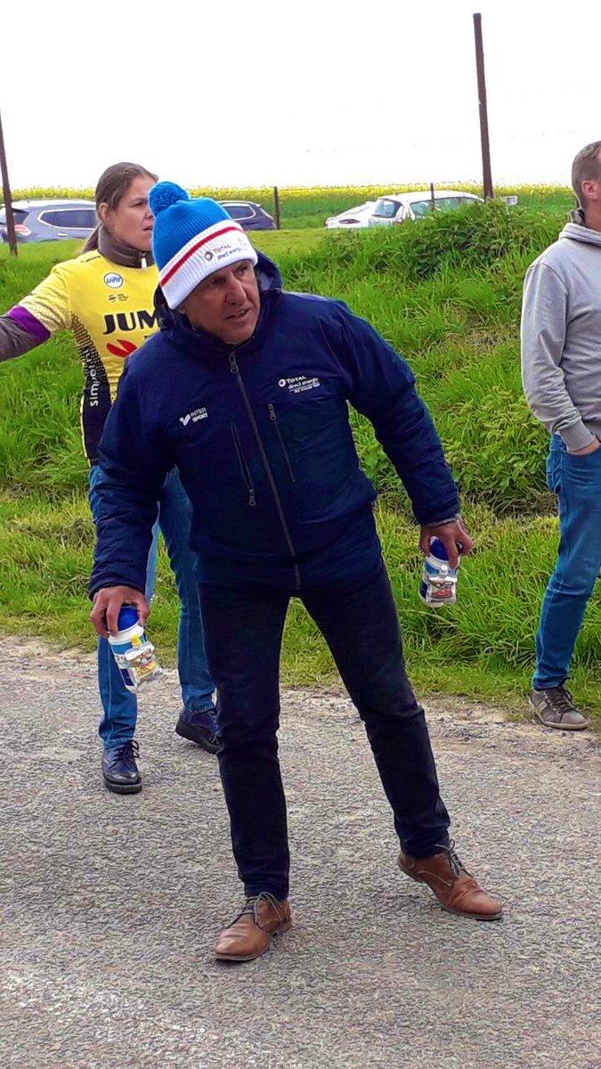 🔜 JR Bernaudeau Manager @TDE_ProCycling dans #BistrotVélo Lundi 17h LIVE Page facebook @Eurosport_FR !  ✅ @PhilippeGilbert : Un dimanche au paradis.   ✅ Direct Énergie passe au super.   ✅ @alafpolak : La course contre le temps.   #LesRP