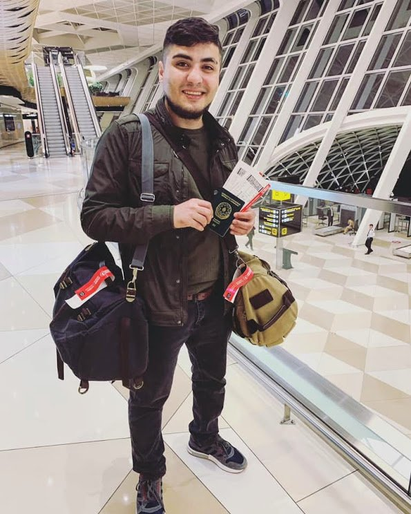 #SetThemFree: Mehman Huseynov was finally allowed to leave #Azerbaijan after seven years under travel ban. Authorities confiscated his official documentation in 2012, also preventing him from accessing public services like healthcare
