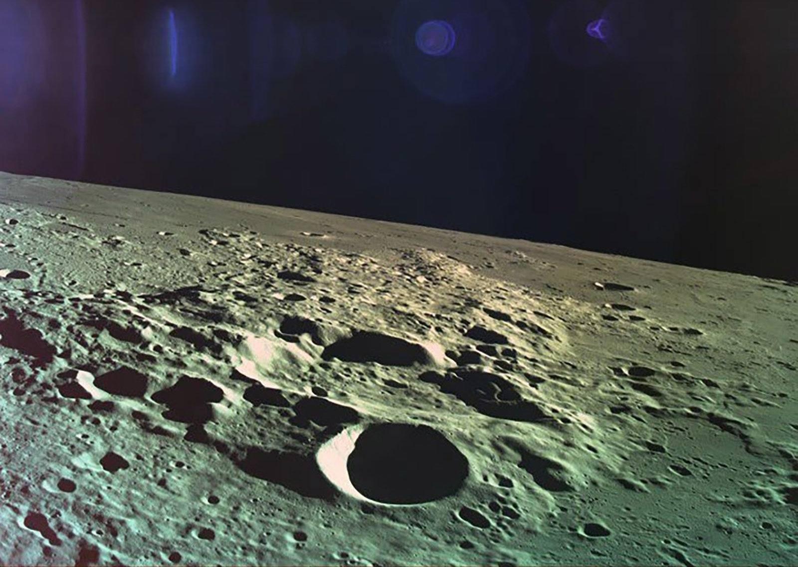 spacecraft found on moon - HD1600×1138