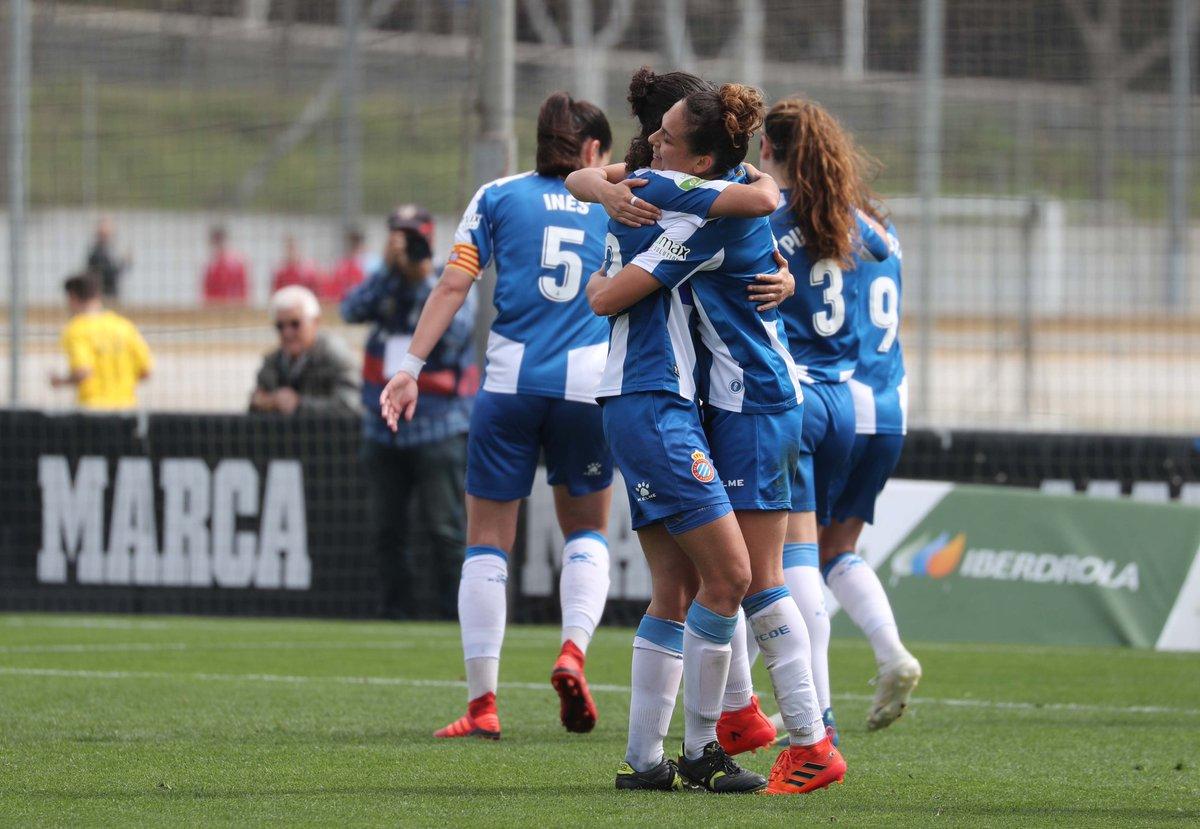 Las jugadoras pericas celebran un gol.