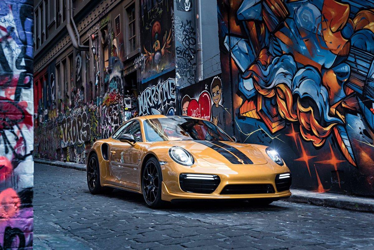 Street art. #Porsche911 #journeemondialedelart <br>http://pic.twitter.com/IWakdaiMhp